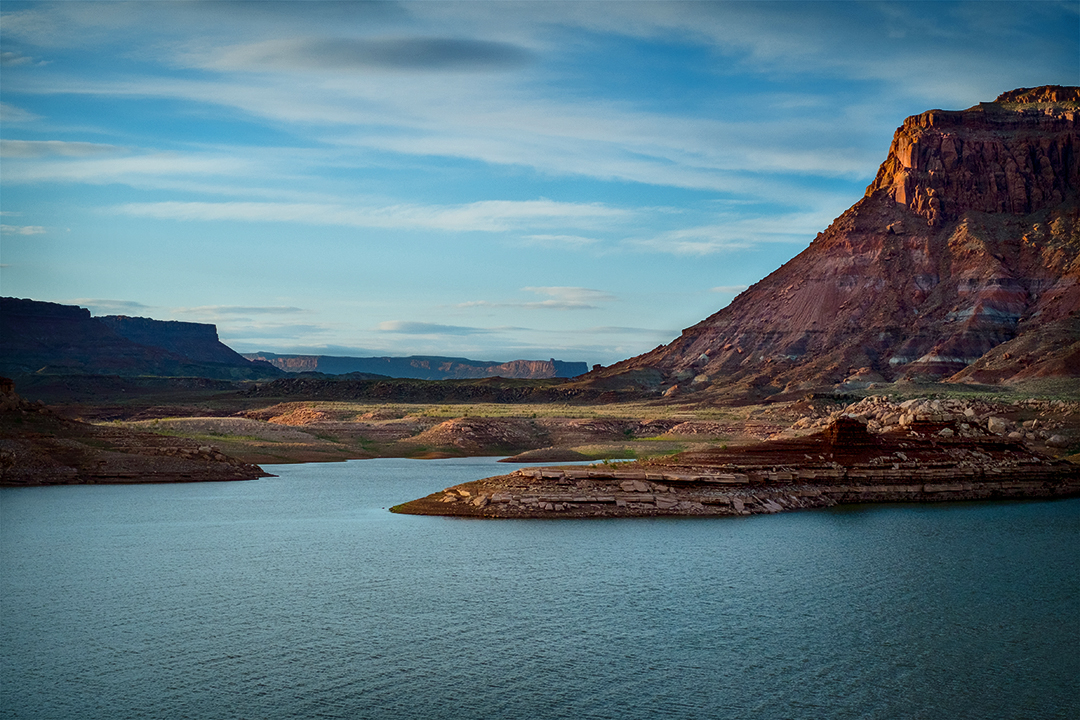 Landscape photograph of a sunrise on Lake Powell in Utah